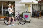 SS21 Malibu Cnvs Bluebell Lifestyle